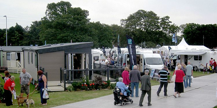 The Lawns Caravan Show 2015